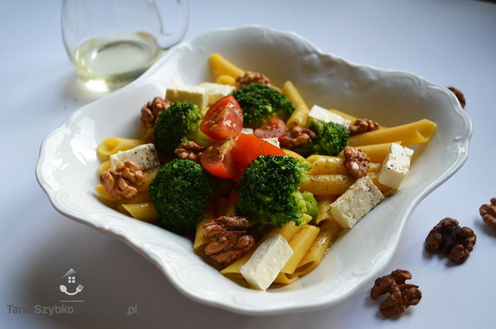 Penne z brokułami, orzechami i serem greckim_02a