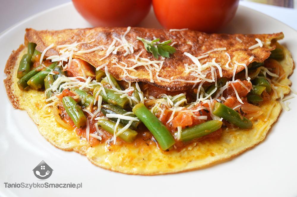 Omlet z fasolką szparagową i pomidorami_05a