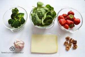 Sałatka ze szpianku, brokuła, truskawek i koziego sera_02a