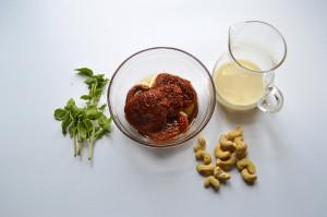 Sos z suszonych pomidorów i bazylii do kopytek, gnochci, klusek śląskich_01jpg