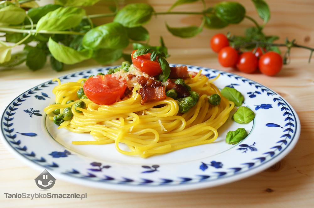 Spaghetti z groszkiem, boczkiem i pomidorkami koktajlowymi_04a