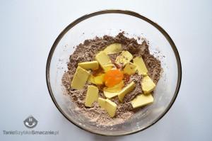 Tarta czekoladowa ze śliwkami_02a