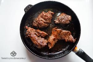 Filet wołowy ze śliwkami i rozmarynem_03a