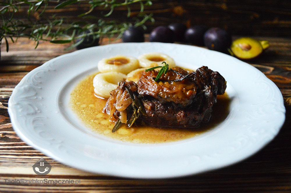 Filet wołowy ze śliwkami i rozmarynem_06a