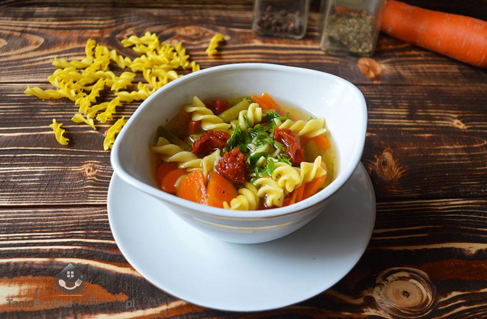 Zupa z fasolką i suszonymi pomidorami_03a
