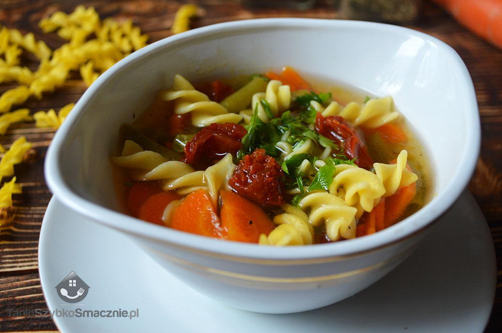 Zupa z fasolką i suszonymi pomidorami_04a