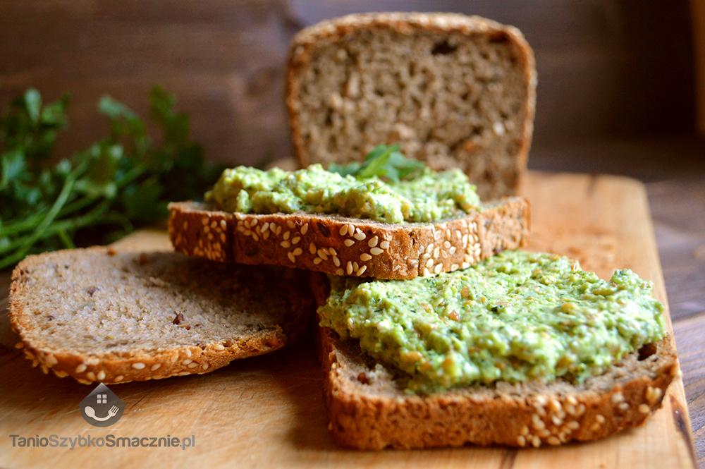 Pasta z zielonego groszku i koperku_04a