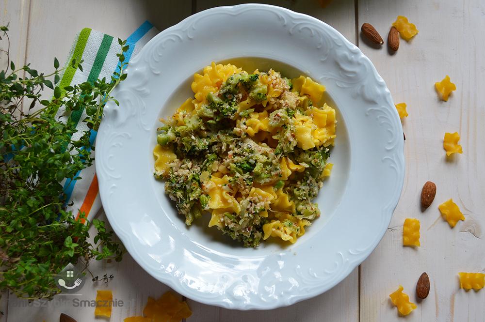 Makaron z brokułami i migdałami_04a