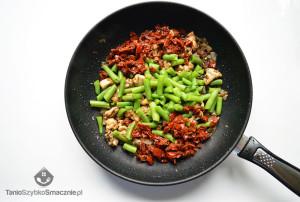 Kurczak z suszonymi pomidorami i fasolką szparagową_02a