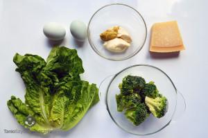 Zielona sałatka z brokułem i jajkiem_01a