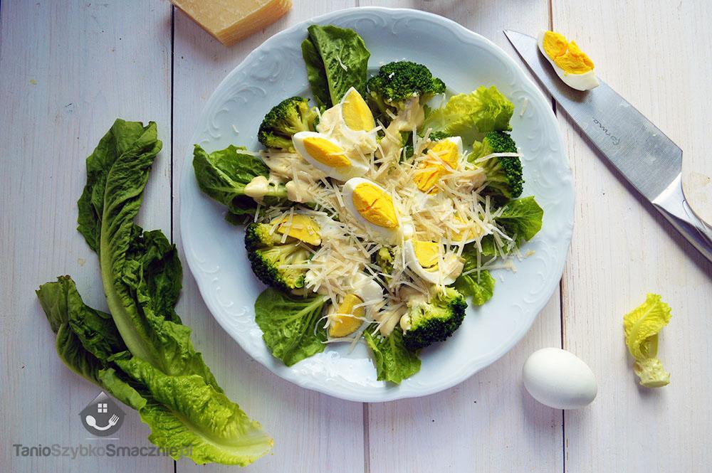 Zielona sałatka z brokułem i jajkiem_03a