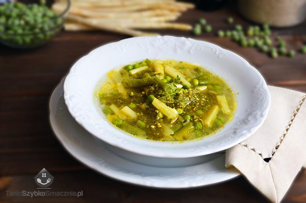 Zupa z białymi szparagami, fasolką, groszkiem i pesto_03a