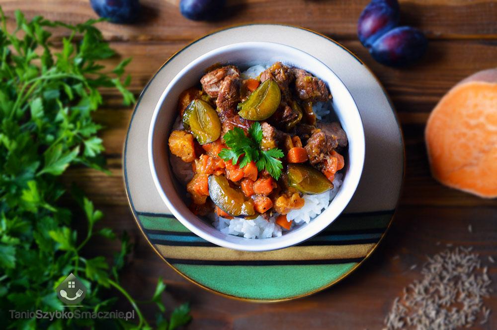 Gulasz ze śliwkami, marchewką i batatami_03a