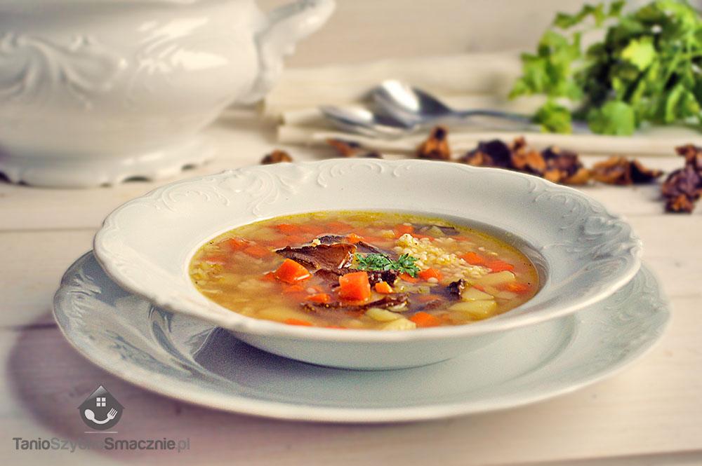 Zupa z kaszą jęczmienną, marchewką i grzybami_01a