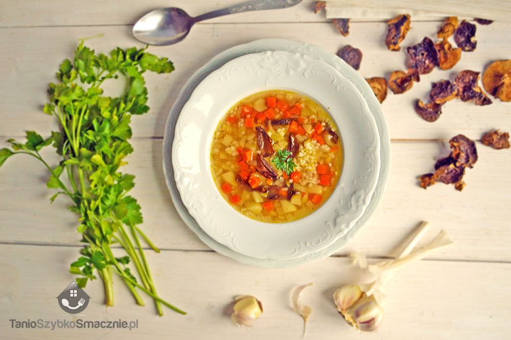 Zupa z kaszą jęczmienną, marchewką i grzybami_02a
