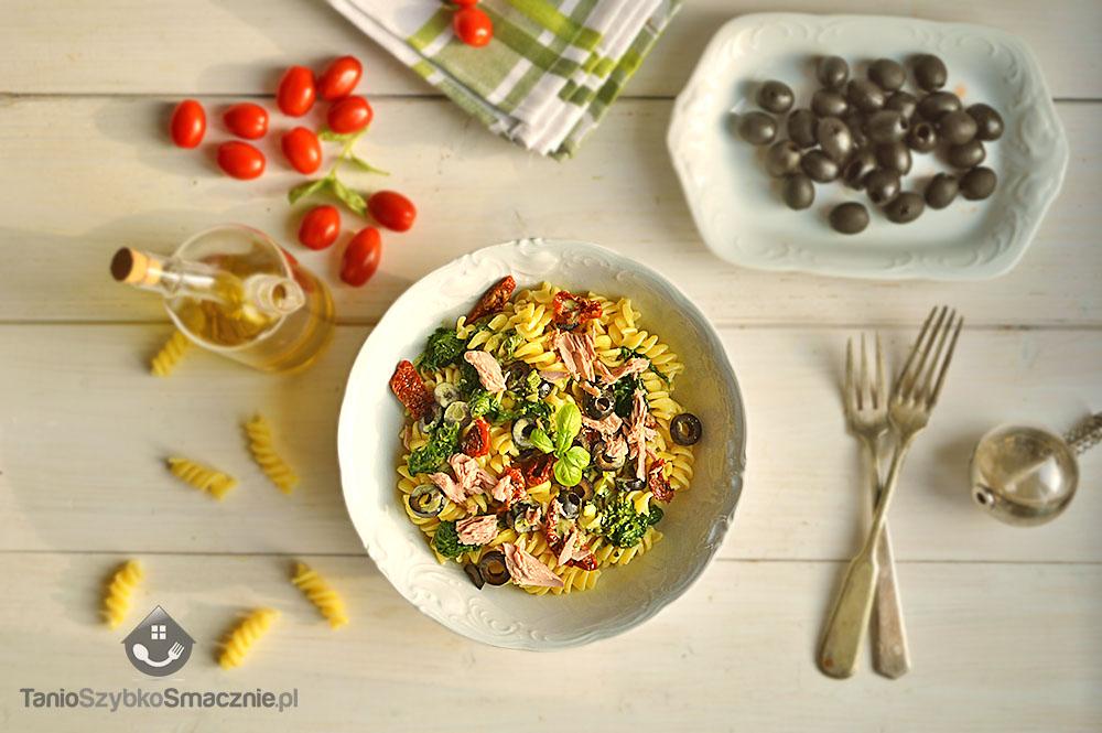 Makaron ze szpinakiem, tuńczykiem i suszonymi pomidorami_02a