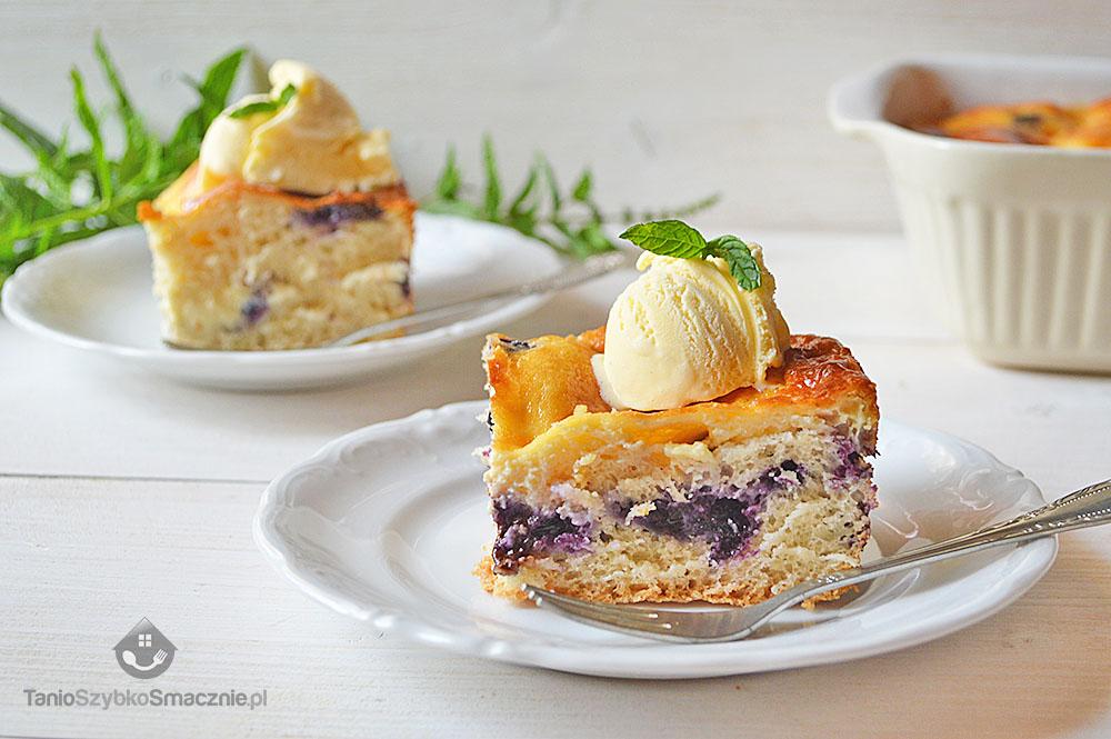 Zapiekanka z ciasta drożdżowego, jagód, czekolady i mascarpone_03a